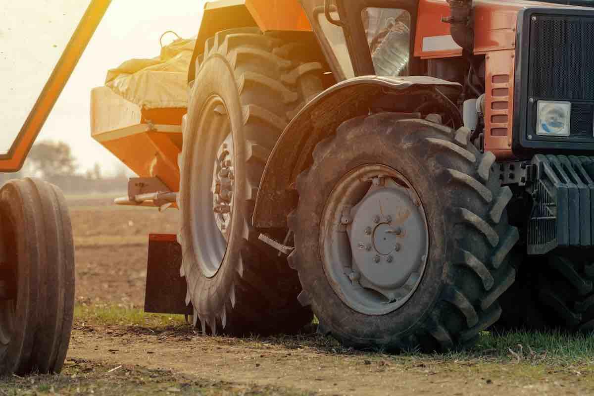 Prodotti per agricoltura e ricambi agricoli Trattori Carri